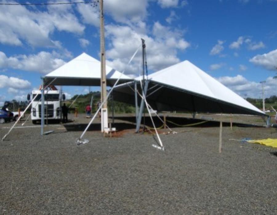 Tentec eventos, tendas em BH, aluguel de tendas em BH, BH aluguel de tendas, tendas Minas gerais, tendas piramidiais, tenda piramidal, Galp�o em lona, Coberturas em lona, Galp�o e cobertura para armazenagem, Coberturas, Tendas e Galp�es, banheiros quimico